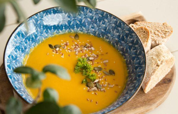 Möhren-Ingwer-Suppe mit Moringa